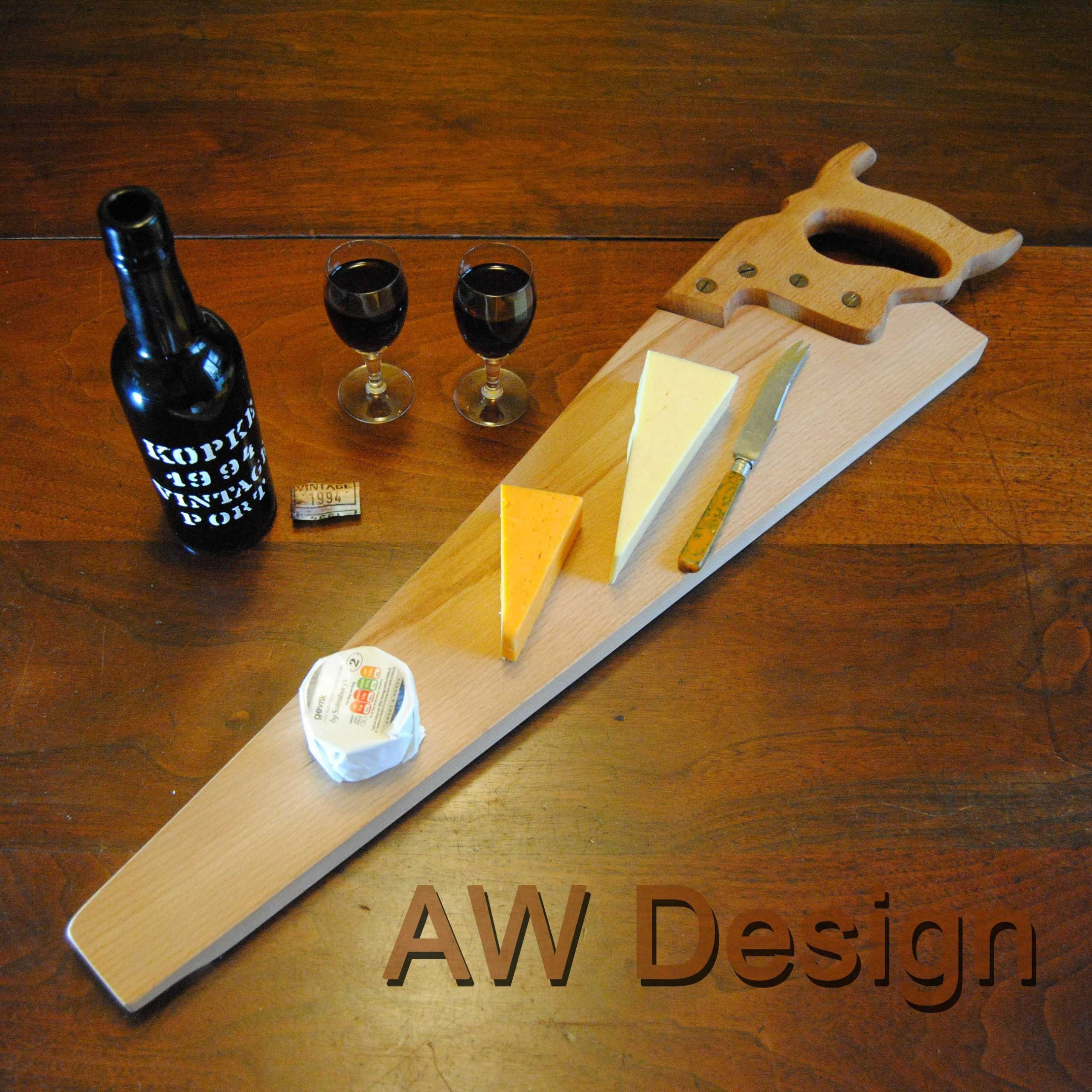 AW_Design_Upcycling_Handsaw_Upcycled_Cheeseboard